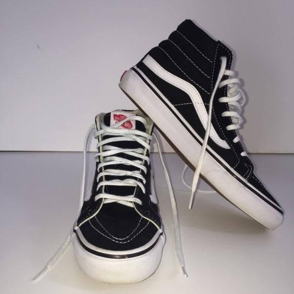 bd1ae91502 Vans Classic Sk8 Hi Top Black White Fashion Shoe. M 5b1a91b104e33d353b697da6